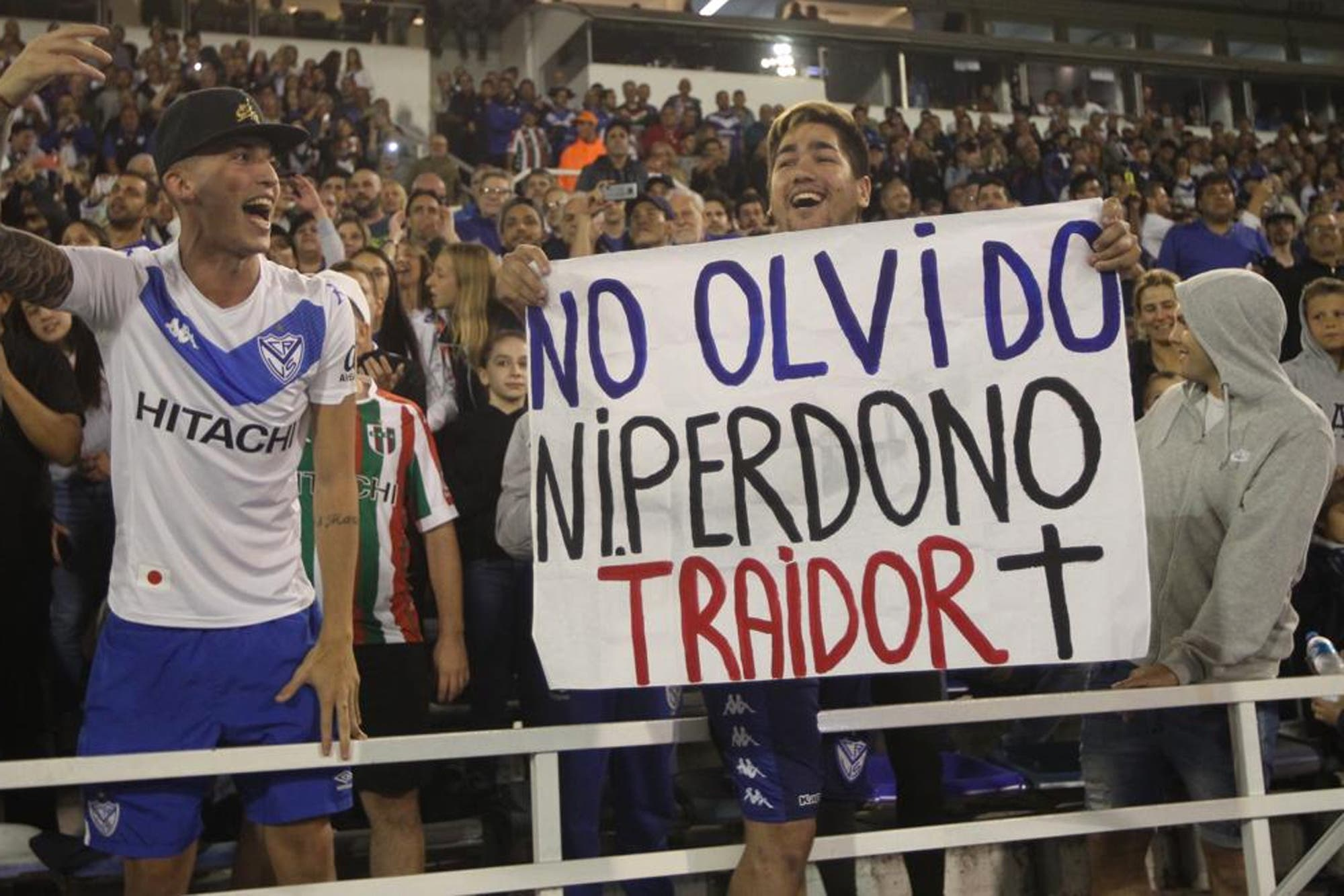 Vélez-Boca: el penal de Gago contra Zárate no cobrado y el abucheo del público contra el delantero