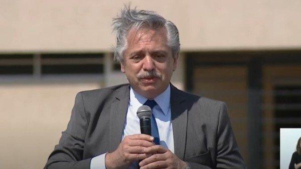 """Alberto Fernández: """"Tomaron deuda, los pícaros compraron dólares una y otra vez y se los llevaron afuera del país"""""""