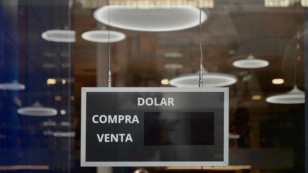 """¿""""Dólar Google"""" y """"Dólar Facebook""""? Piden que los emprendedores no paguen el impuesto a la divisa al contratar servicios digitales"""