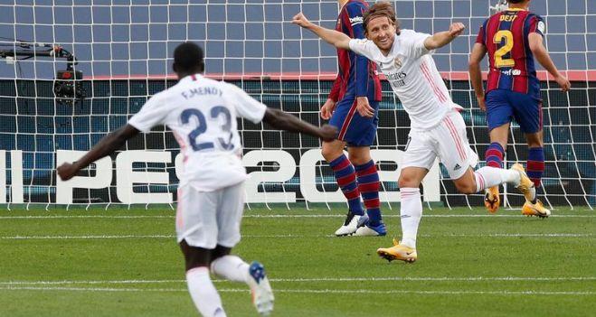 Real Madrid se hizo fuerte de visitante y venció al Barcelona por 3 a 1