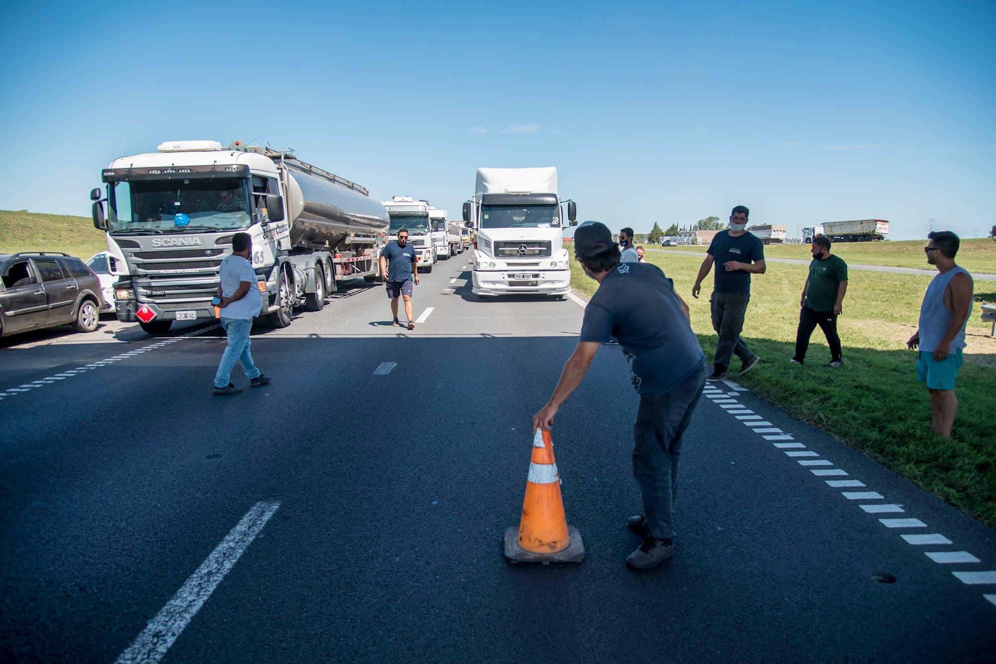 Paro del transporte: Santa Fe liberó rutas, pero la protesta continúa