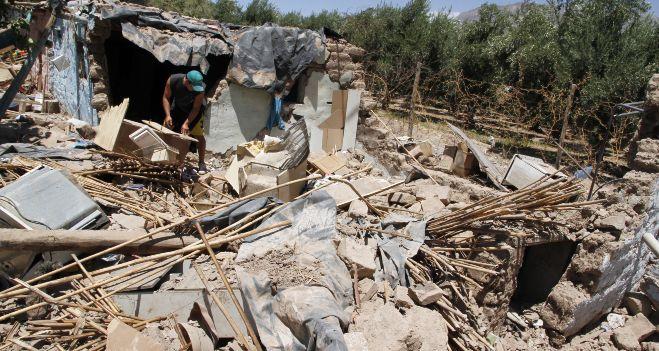 Aprovecharon que el terremoto derrumbó una casa para robar un aire acondicionado