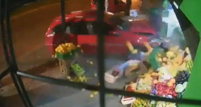 la-atropello-un-auto-mientras-esperaba-en-la-vereda:-el-conductor-estaba-desmayado