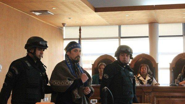 jones-huala-continuara-preso-en-chile:-le-volvieron-a-negar-la-libertad-condicional