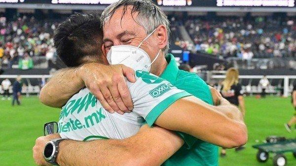 ariel-holan-y-gigliotti,-campeones-de-la-leagues-cup-con-el-leon-de-mexico-en-una-emotiva-final